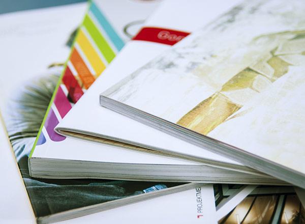 Versand Kataloge Broschüren